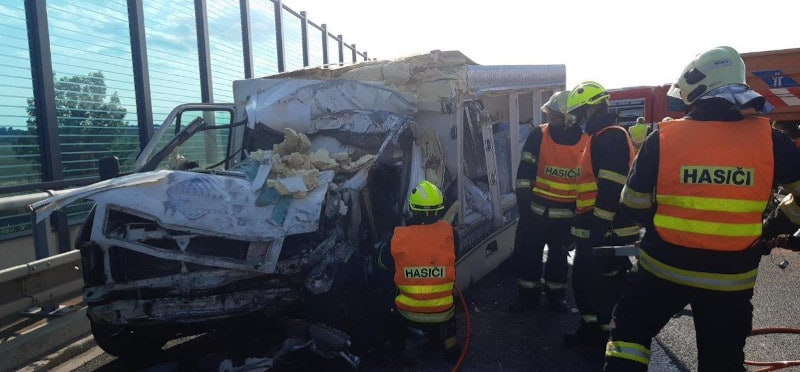 1 dead after van collides with truck near Herink - Czech Points