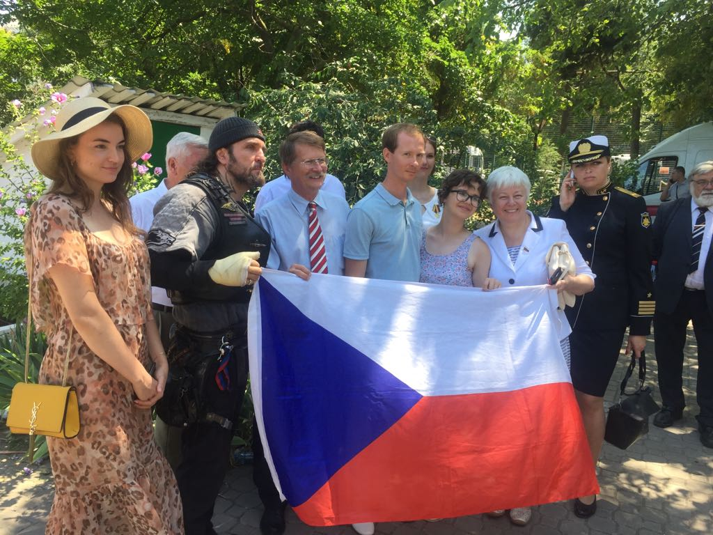 Ukraine embassy condemns communist trip to Crimea - Czech Points