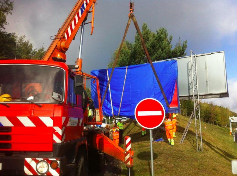 Illegal billboards a blight on motorways - Czech Points