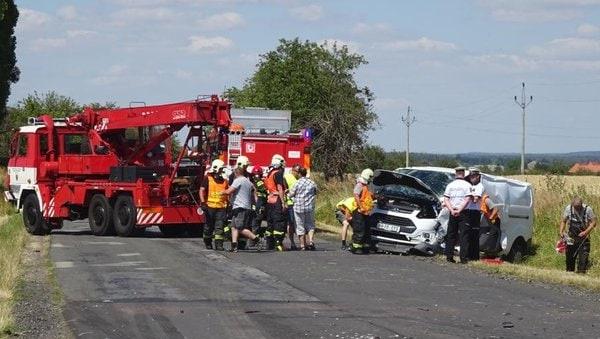 Head-on collision in Golčov Jeníkov leaves 2 dead, 7 injured - Czech Points