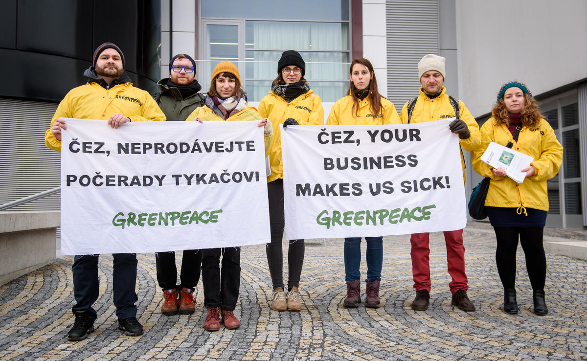 Greenpeace activists storm CEZ meeting - Czech Points