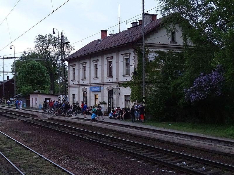 Train hits car, killing one person in Heřmaničky - Czech Points
