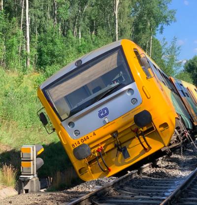 Train derails in Lázně Kynžvart, two injured - Czech Points