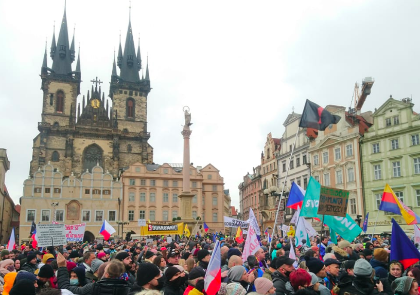 Thousands protest coronavirus lockdown in Prague - Czech Points