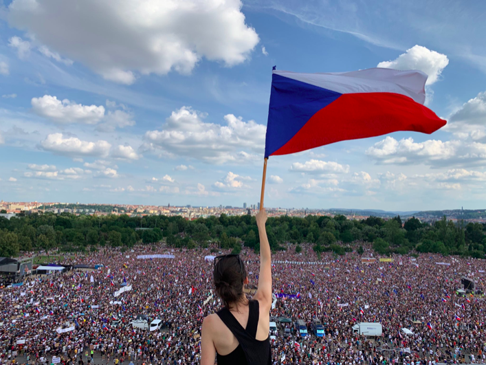 Hundreds of thousands rallied in Prague in defense of democracy - Czech Points