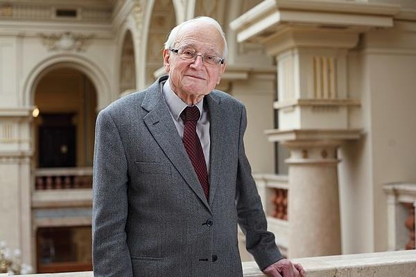 Rudolf Zahradnik, trailblazing Czech chemist, dies at 92 - Czech Points