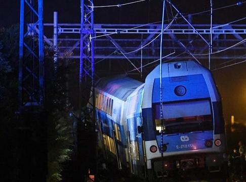 Český Brod train collision kills one, injures dozens - Czech Points