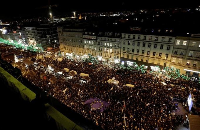 Protesters demand Babis resign - Czech Points