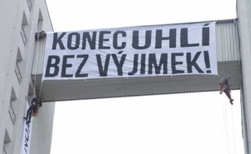 Climate activists raid Severní energetická HQ - Czech Points