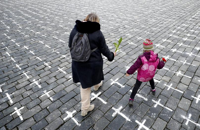 20,000 crosses painted onto Czech square to protest COVID deaths - Czech Points