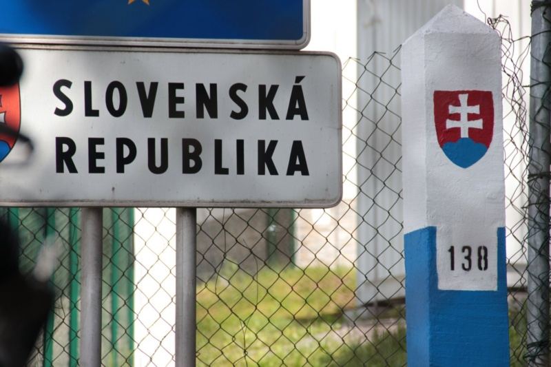 Slovakia puts Czech Republic on high risk COVID-19 list - Czech Points